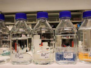 Flaschen mit Flüssigkeiten